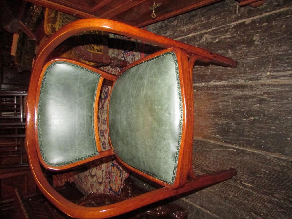 tische und st hle gr nderzeitkeller berlin antike m bel im an und verkauf. Black Bedroom Furniture Sets. Home Design Ideas